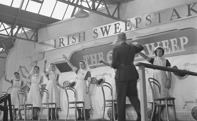 Irish_Hospitals_Sweepstake_-_Nurses_holding_up_the_picked_tickets_1946
